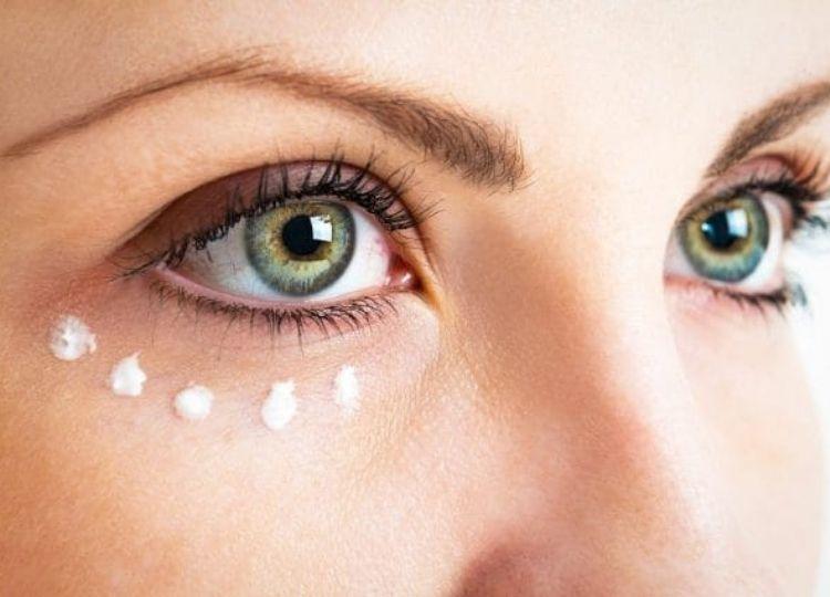 Come applicare correttamente il contorno occhi